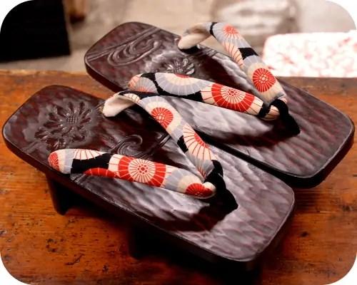 鎌倉彫日和下駄に蛇の目傘柄花緒