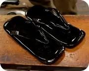 黒エナメル直付け草履