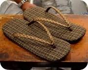 パナマ格子編み草履に網代柄印伝花緒