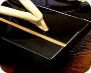 胡麻竹ライン張り・黒塗り真角に白鞣し革花緒 前壷
