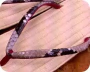 籐表雪駄に赤裏ニシキヘビ革花緒 前壷
