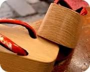 横柾ぽっくりに螺鈿入り夫婦花緒 前壷
