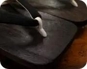 焼き大角に会津木綿花緒 前壷