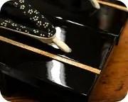 胡麻竹ライン張り真角に小桜柄印伝花緒 前壷