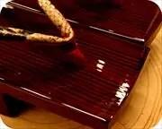 糸春相三味に赤裏ニシキヘビ革花緒 前壷