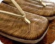 烏表上草履に市松柄印伝花緒 前壷