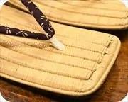 生成り籐表雪駄に蜻蛉柄印伝江戸褄花緒 前壷