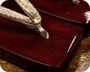 糸春三味舟形にニシキヘビ革花緒 前壷