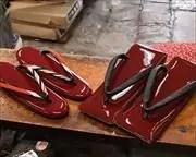 赤エナメルの夫婦草履