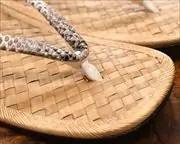 アジロ表草履にヘビ革江戸褄花緒 花緒アップ