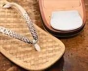 アジロ表草履にヘビ革江戸褄花緒 前壷アップ