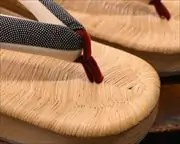 表付き舟形に鮫小紋福林花緒 前壷