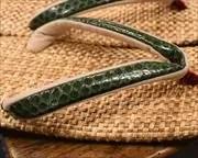 パナマ市松草履に緑ニシキヘビ革花緒 前壷