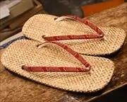 パナマ市松草履に爪唐草柄印伝花緒