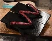 捌き真角に赤ニシキヘビ革花緒