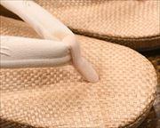 ケンマ草草履に金魚柄刺繍花緒 前壷