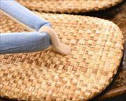 パナマ市松草履に近江織麻布花緒 前壷